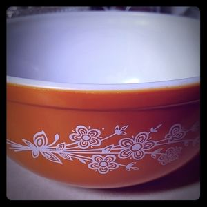Vintage pyrex bowl butterfly flowers